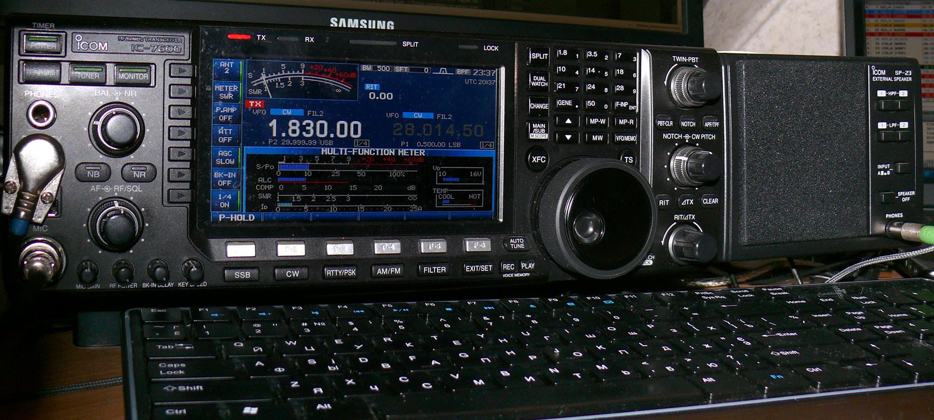 Icom 7600 + speaker SP23_18